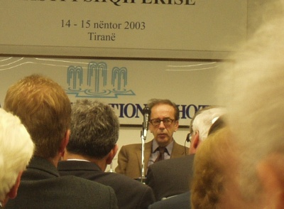 Ismail Kadar� at the conference about 'Clash of Civilizations', Tirana 2003. Photo: Bjoern Andersen